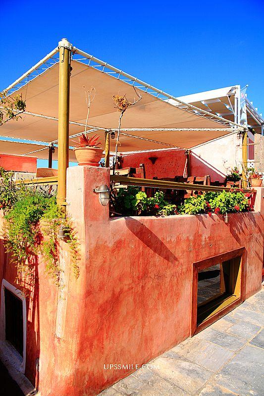 希臘自助行-Oia伊亞Melenio Café-Patisserie美食甜點景觀餐廳,萍子推薦伊亞觀光大街必吃的Melenio Cafe甜點店,view無敵棒,可遠眺Oia藍頂教堂跟海景