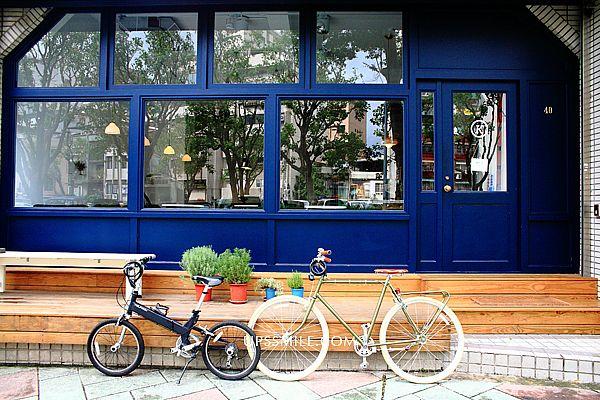 KiOSK cafe咖啡館,flat white小白咖啡回來了,萍子推薦忠孝新生站光華商場咖啡館,brunch輕食早午餐,提供Wi-Fi插電