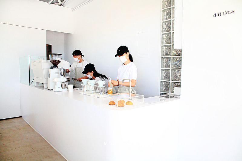 【新北三重咖啡】dateless純白韓風咖啡館,司康、手沖咖啡,2020新開幕三重咖啡館,2020年IG熱搜人氣咖啡廳 @upssmile向上的微笑萍子 旅食設影
