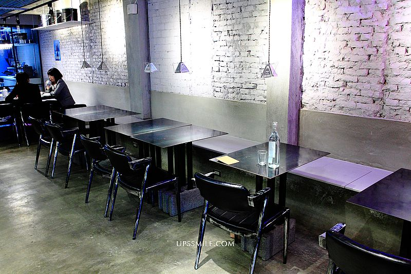 Moonshine Coffee Roasters 私釀咖啡商行,韓風系金屬灰工業風咖啡館,遠企附近澳式早午餐,IG網美打卡,自家烘豆 @upssmile向上的微笑萍子 旅食設影