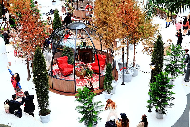 BELLAVITA寶麗廣塲,2020聖誕節,一秒到北歐風童話耶誕村,台北打卡景點,雪國風情,雪景冰球屋 @upssmile向上的微笑萍子 旅食設影